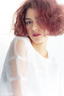 『グラマラスに輝く』癖毛を生かしたボブスタイル|Beauty&Care CALON 銀座のヘアスタイル