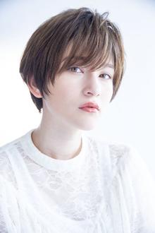 【表情が垢抜ける】さりげなく魅力をあげるカーキーベージュ Beauty&Care CALON 銀座のヘアスタイル