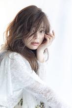 動いてもセンシュアルに甘く感じる女性的なロングスタイル|Beauty&Care CALON 銀座 菊池 真里亜のヘアスタイル