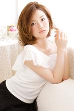 7:3の横分け×片耳かけで魅せる脱力カールの大人ミディ|CARE KOBE Sumiko Ikeda(池田 須美子)のヘアスタイル