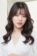 弾力のある韓国風Cカールロング|CARE KOBEのヘアスタイル