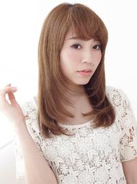 しなやかな毛流れを表現したナチュラルなブロースタイル