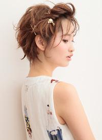 短い髪でも簡単で可愛く決まるポンパドール風ヘアピンアレンジ