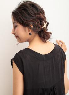三つ編みを応用☆ナチュラルなシニヨン風ルーズアレンジ|CARE SHINSAIBASHIのヘアスタイル