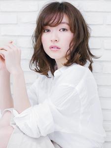 【CARE】エアリーミディ CARE SHINSAIBASHIのヘアスタイル