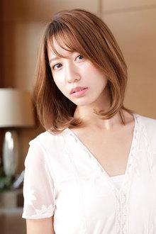 瑞々しい輝きのフェミニンカラーが際立つヘルシーミディ|CARE SHINSAIBASHIのヘアスタイル