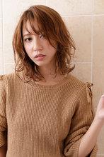スパイラル状でランダムな動きが印象的なルーズカール|CARE SHINSAIBASHIのヘアスタイル