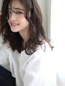 ボサッとウエーブ×無防備バング|CARE SHINSAIBASHIのヘアスタイル