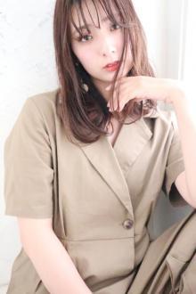 絶妙なバサッと感が今ドキなニュアンスストレートヘア|CARE SHINSAIBASHIのヘアスタイル