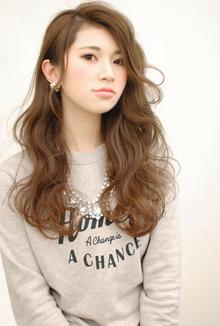 【CARE】大人可愛いかきあげ前髪ロングウェーブヘア|CARE UMEDAのヘアスタイル