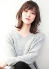 大人のくびれ外ハネミディアム CARE UMEDA 徳田 圭吾のヘアスタイル