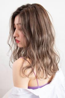 ヌーディベージュハイライト|CARE UMEDAのヘアスタイル