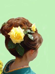 当店で育てたバラを使用してアップにしてみました|美容室 C'EST lA'ViEのヘアスタイル