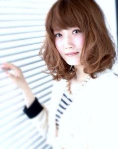 思わず見とれる柔らかミディ☆|美容室 championのヘアスタイル