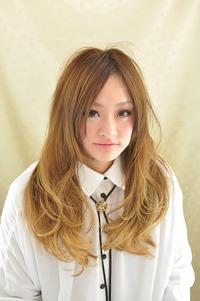 上品な巻き髪スタイル