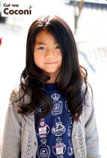 かわいいお子様カット!大人っぽく巻き髪で、いい感じですね〜|Cut wa Coconi (交野市美容室・美容院)のヘアスタイル