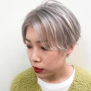 クールショート×透明感ホワイトブリーチ|DaB OMOTESANDOのヘアスタイル