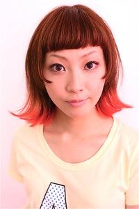 毛先を赤く個性的に。