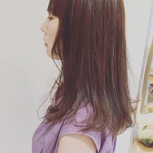 顔まわりを軽くしたロングヘア|Deja−Vuのヘアスタイル
