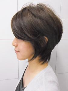 奥行き感のあるひし形シルエットのグラデーションボブ|Deja−Vuのヘアスタイル