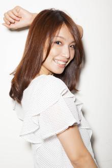 サラ艶ストレート|Euphoria GINZA GRANDEのヘアスタイル