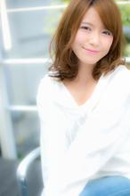 ミディアムレングス特有のきれいめ大人ウェーブ|Euphoria SHIBUYA GRANDE 土田 哲也のヘアスタイル
