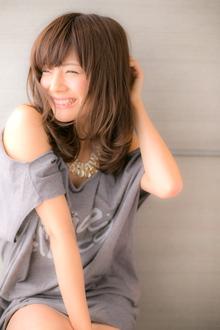 うるっとした艶感で女性らしさ溢れる☆大人セミディ Euphoria【ユーフォリア】新宿通りのヘアスタイル