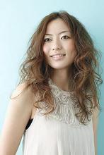 柔らかな空気感がポイントのロングウエイブスタイルです feel 富樫 紗希のヘアスタイル