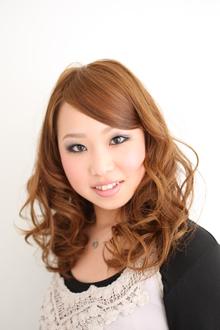 透明感のあるプラチナベージュカラー Hair's Feminine 宝塚中山店のヘアスタイル