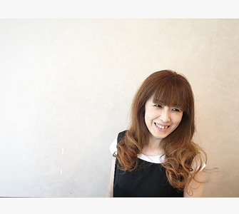 巻き髪ロング GARCONs FEMMEのヘアスタイル