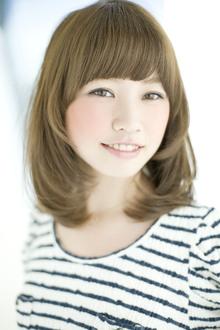 顔周りのレイヤーカットで小顔効果と軽さをプラス!|GARDEN omotesandoのヘアスタイル