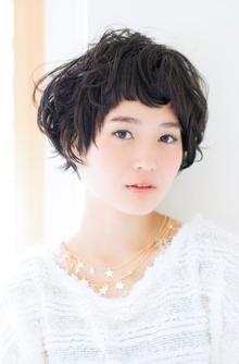 ラフにかわいく透明感のある小顔になれるキュートなショート|GARDEN omotesandoのヘアスタイル