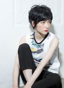 耳出しでメリハリのあるのスウィングカール|GARDEN Tokyoのヘアスタイル