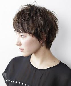 3Dダークカラーと、動きのある束感|GARDEN Tokyoのヘアスタイル