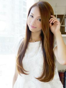 揺れるエアリーカールな毛先が女性らしく軽やかな感じがポイント!|hair jurer deuxのヘアスタイル