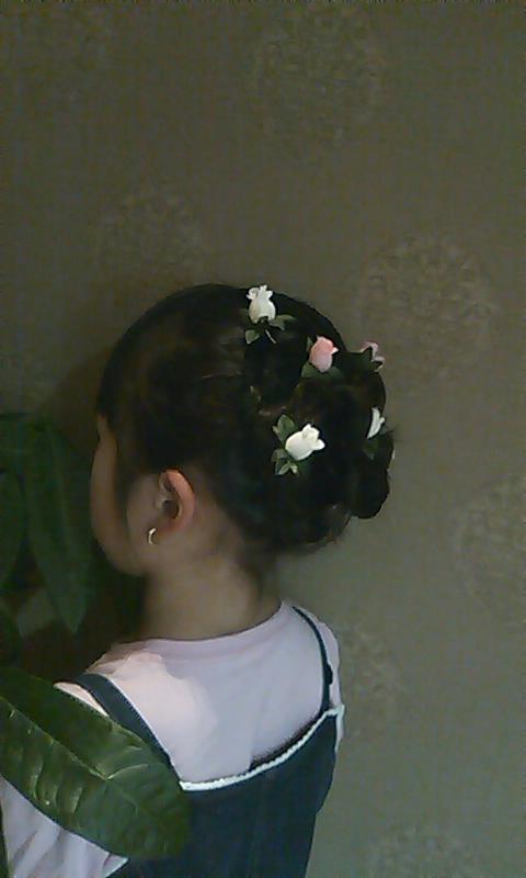 小さい花を散らしてみました