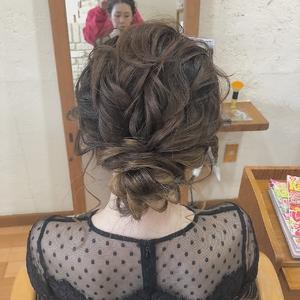 立体感のある低めのお団子 HAIR MAKE FEEL 本店のヘアスタイル