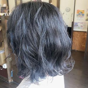 ネイビーカラー HAIR MAKE FEEL 本店のヘアスタイル