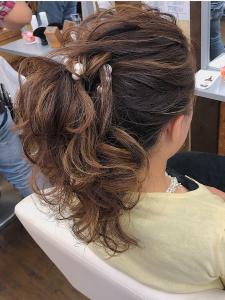 ハイライトを活かしたポニーテール HAIR MAKE FEEL 本店のヘアスタイル