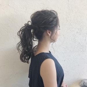 高めのポニー HAIR MAKE FEEL 本店のヘアスタイル