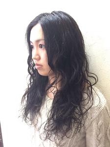 グロッシーなウェーブがセクシーさをアピール!|Hair Collection MOVEのヘアスタイル