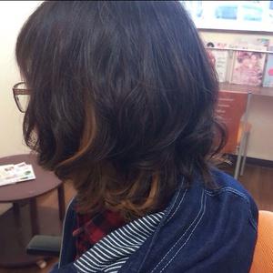 スタイリング楽ちん! 黒髪onハイライトで個性的な印象に!|Hair Collection MOVEのヘアスタイル