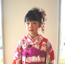 七歳の七五三アップスタイル|富士市の美容室・美容院【Hygge〜ヒュッゲ〜】ヘッドスパ  静岡県富士市に美容室富士市美容院・カットカラーヘッドスパのヘアスタイル