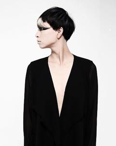横顔の美学|Itsのヘアスタイル