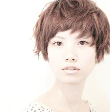 フェアリーな質感で光を取り込む新時代ショートスタイル|KAZEのヘアスタイル