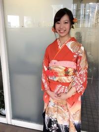 ツイスト編み込みのカールまとめ髪スタイル!