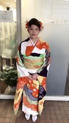 上品なカールにお花アレンジのアップスタイル!!!|KENJI hair collection's 西宮店のヘアスタイル