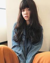 暗髪ロング大人のゆるウェーブ【k76】|Lila by afloatのヘアスタイル