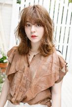 ハイポイントでシルエットにメリハリを与えたミックスカール|Lila by afloat 小笠原 剛のヘアスタイル