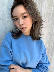 ひし形ミディで小顔カットT24|Lila by afloatのヘアスタイル